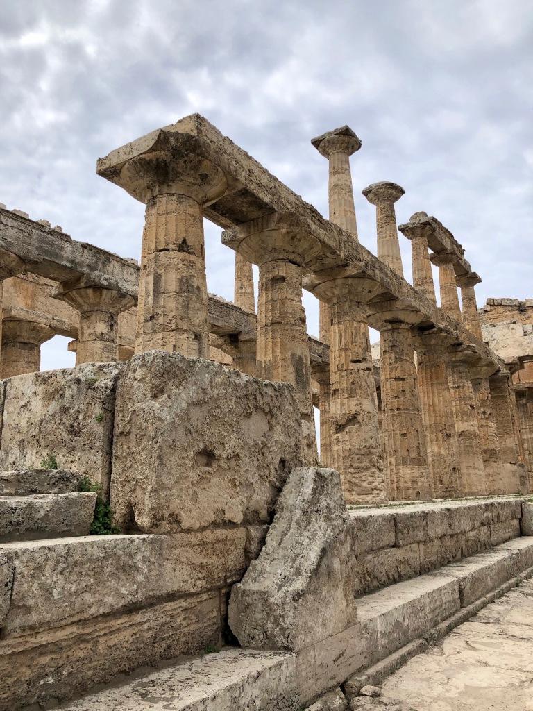Ruinas de un templo griego en Paestum