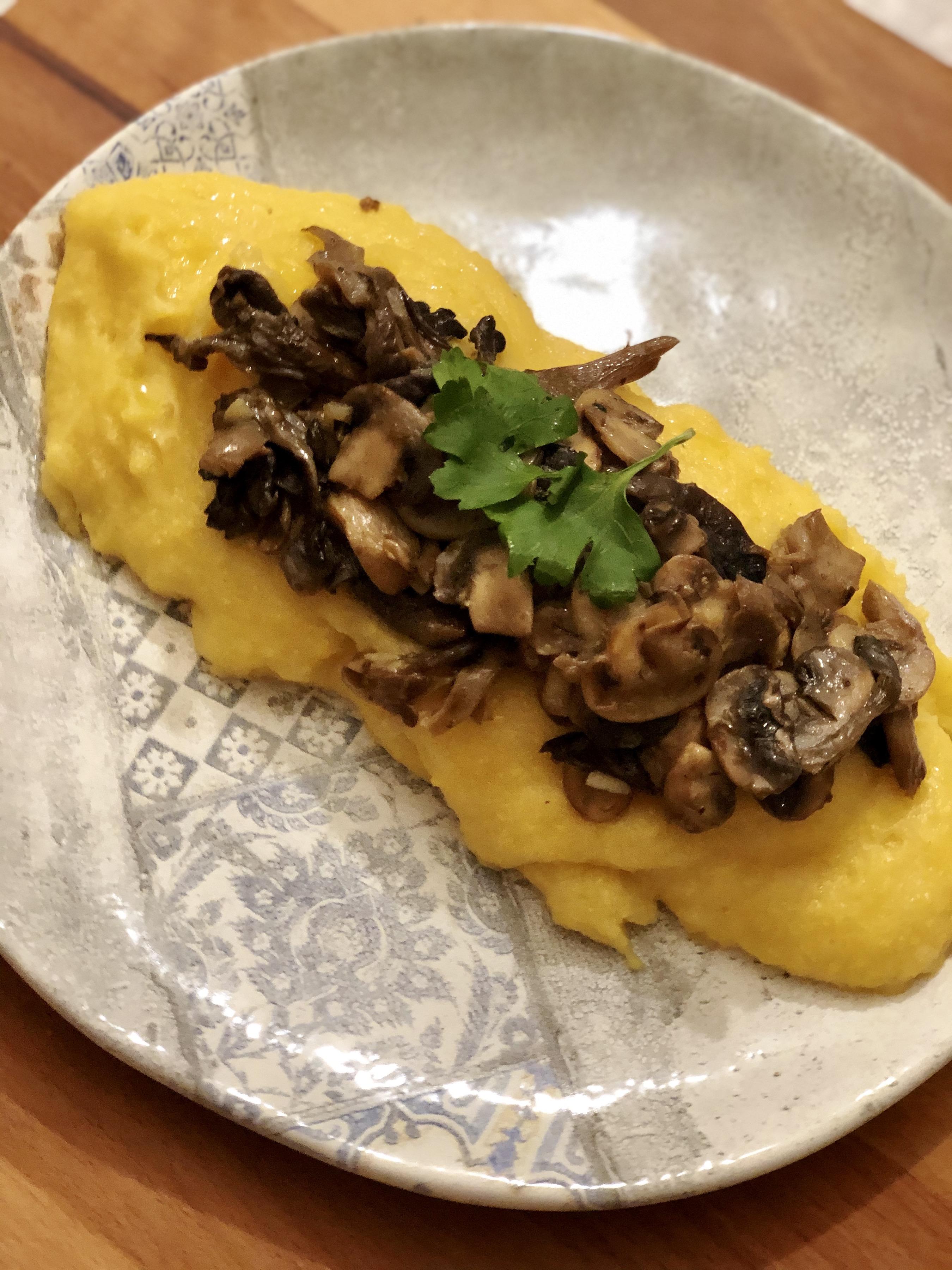 Receta de polenta con hongos salteados